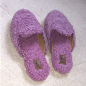 Women's ugg slippers size 6